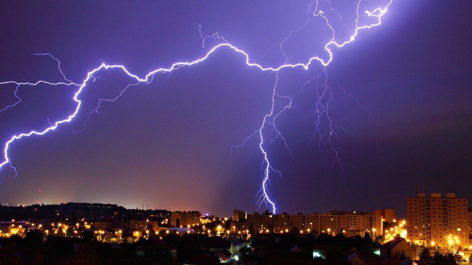 PCI-E vs Thunderbolt